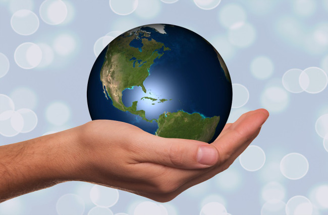 earth-day-globe-in-hand_173334