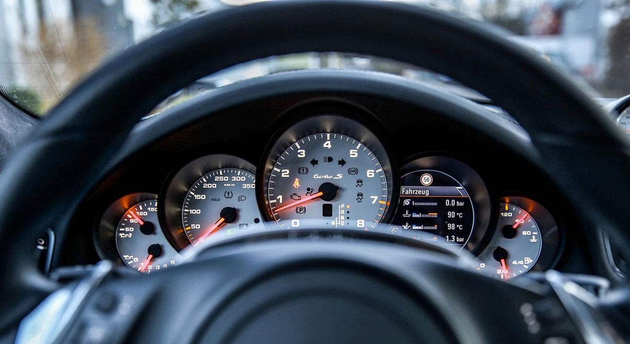 car-dashboard generic_286591