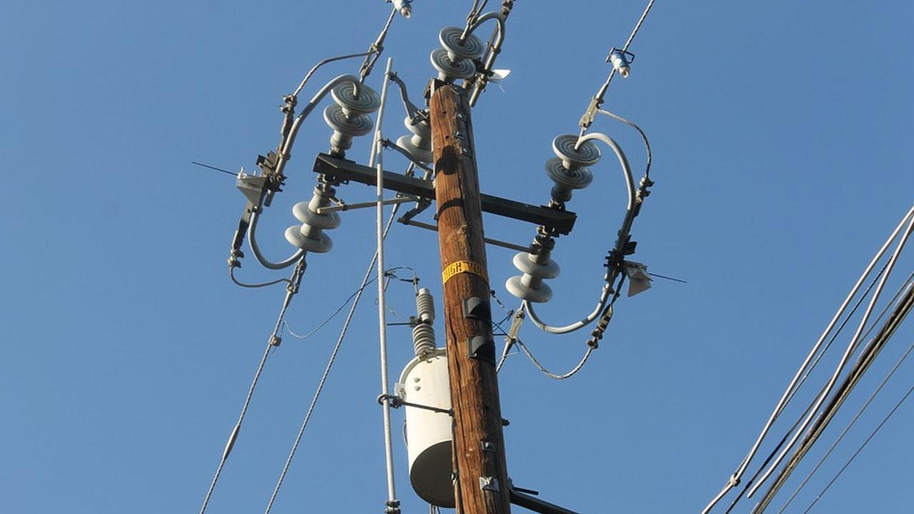 power line utility pole power outage_515928