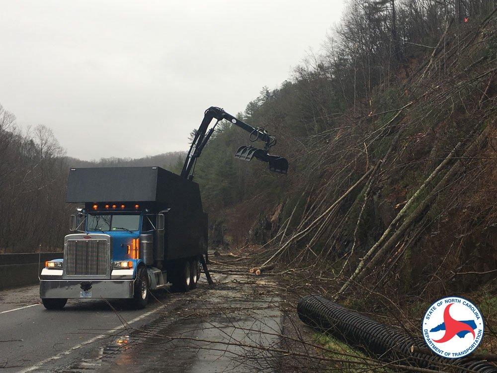 I-40 closed after rock slide, traffic being detoured