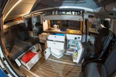 Innenleben des VW Camper Reisemobil Caravan von WSR Reisemobile