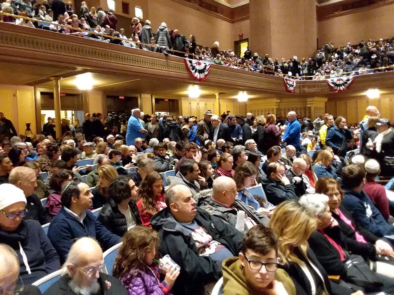 Over 2,500 people packed the Soldiers and Sailors hall in Pittsburgh for Sunday's memorial for those killed in the Pittsburgh, USA synagogue on Saturday
