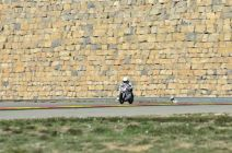 Selina-Liebschner-vor-der-bekannten-wall-in-Aragon