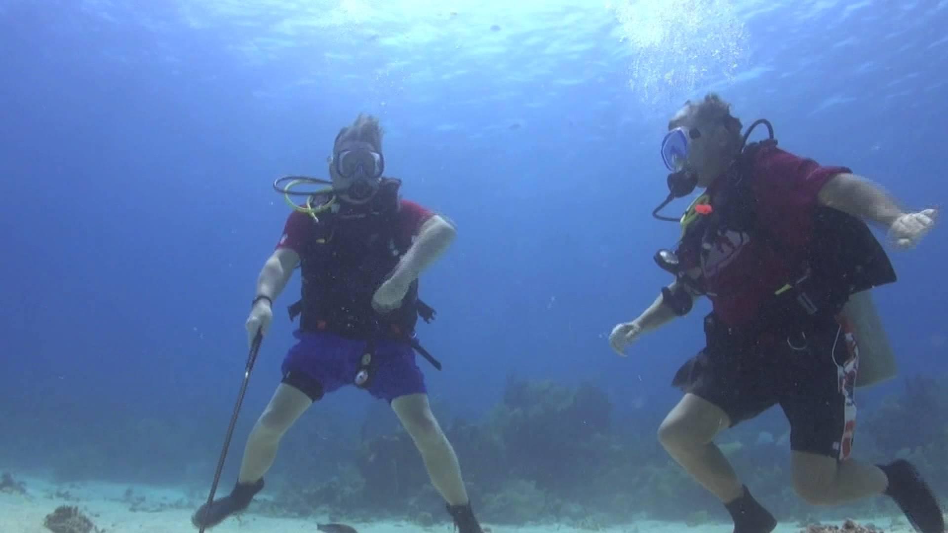 Opmerkelijk: regenachtig? Probeer eens onderwater golf!