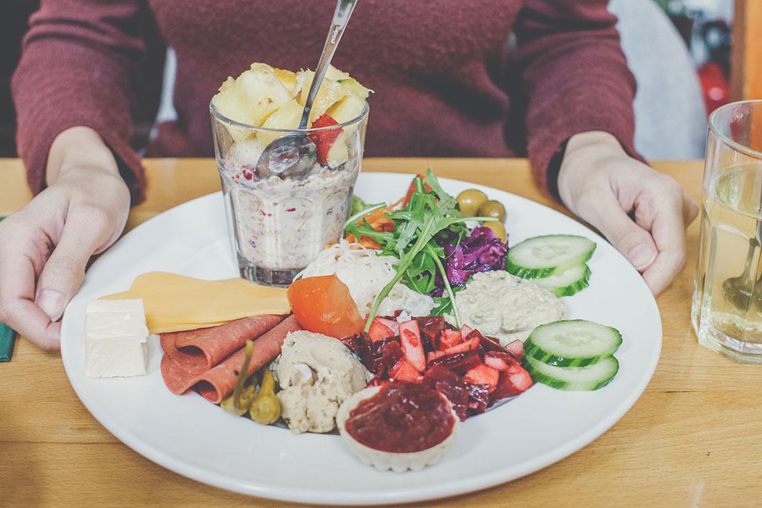 Veganes Frühstück in Frankfurt: das Metropol Café am Dom