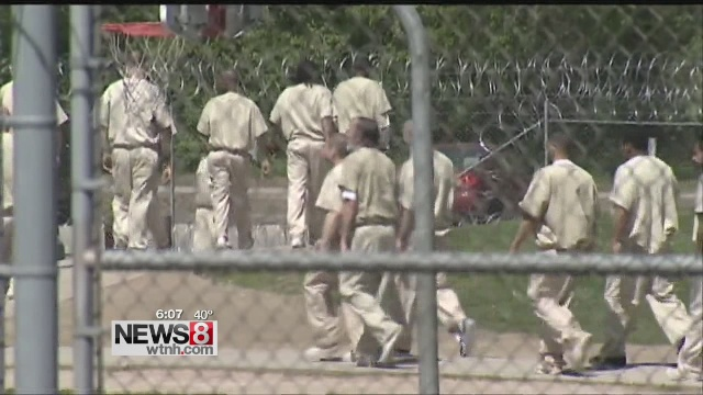 prison jail inmates prisoners_86605