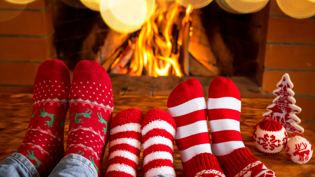 fireplace-family-christmas-holiday-winter_1513205982103_323806_ver1-0_30202883_ver1-0_640_360_582062