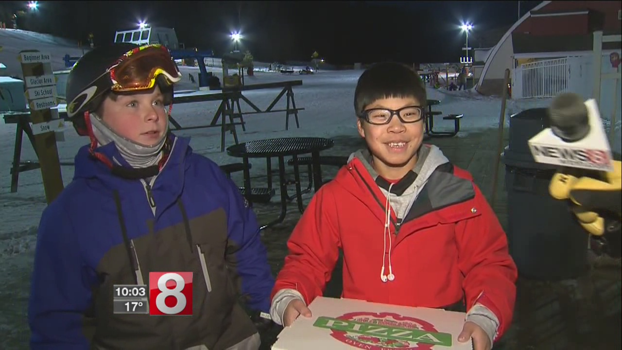 kids skiing pizza_589653