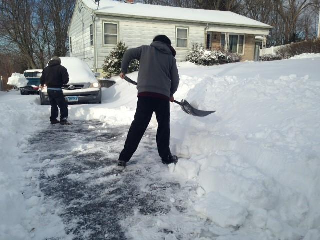 shoveling_416137