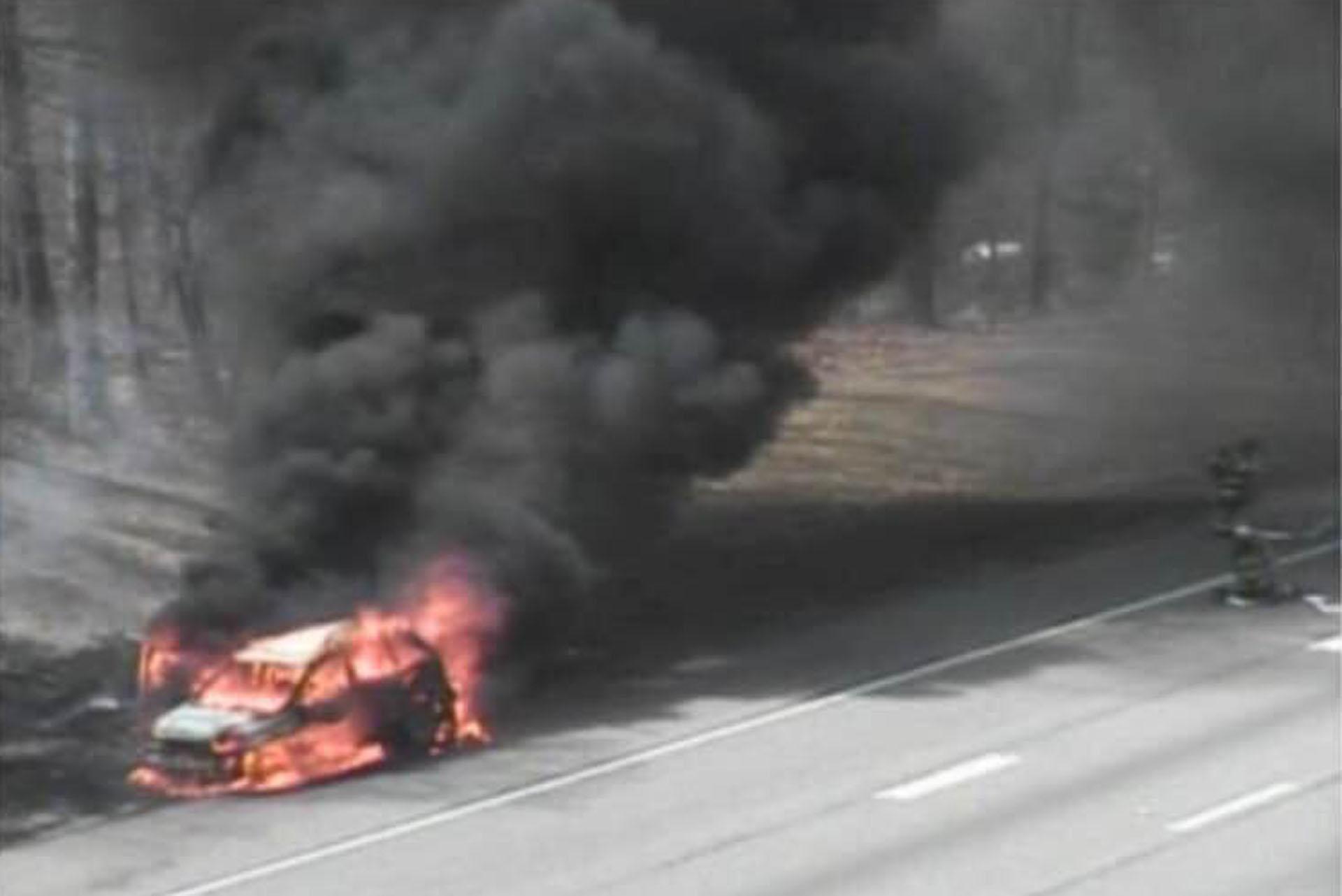 Clinton vehicle fire I-95 4_14_19.jpg