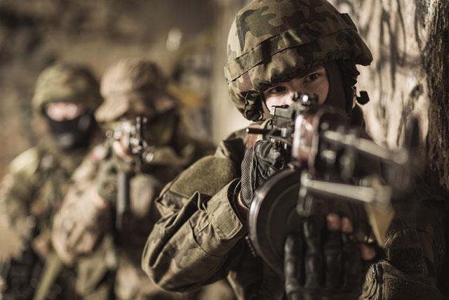 women-in-the-military-soldier-gun-generic_363820