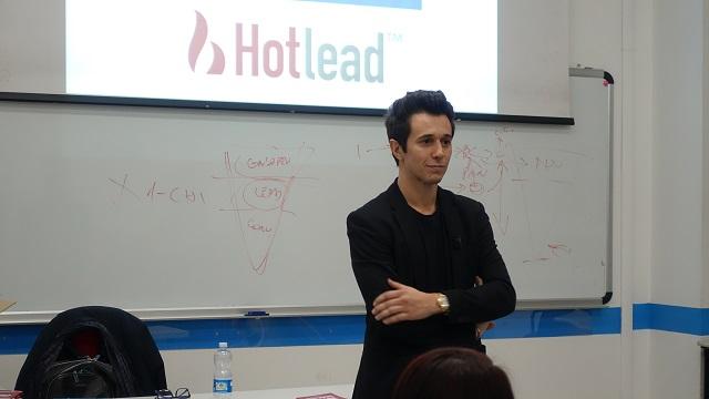 Coronavirus, professore universitario insegna business sulla piattaforma di videogiochi Twitch