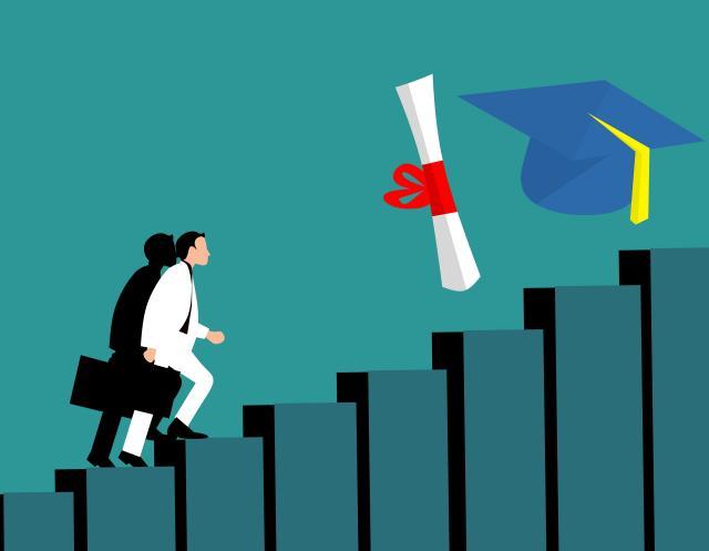 Fondazione Deloitte: crescono le immatricolazioni all'università, ma resta il divario con l'Europa e il gap fra formazione teorica e pratica, servono più investimenti
