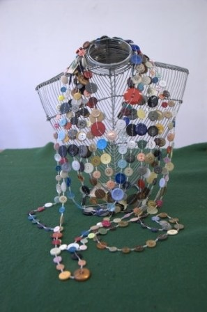 BUTTON NECKLACE PHOTO