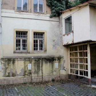 Und das ist das Gebäude mit der Baulücke in der Semmelstraße von der Rückseite aus gesehen.