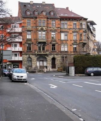 Gebäude an der Ecke Rotkreuz / Bismarckstraße.