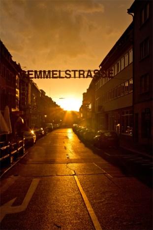 Semmelstraße bei Sonnenaufgang.
