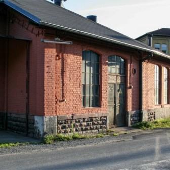 Lokschuppen Haus 1 hat im Winter 2009 einen kompletten Anstrich verpasst bekommen und wird dadurch wenigstens halbwegs von der Bahn am Leben gehalten.