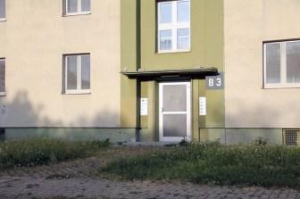"""Typischer Hauseingang der ehemaligen """"Housing area"""" vor der Renovierung und Umgestaltung zum """"Hubland Campus Nord""""."""