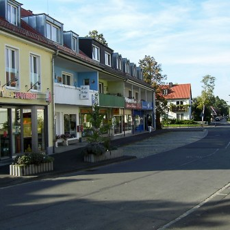 Von Arztpraxen bis zu Apotheke und Friseur ist hier im Stadtteil alles vorhanden.