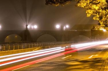 Herbstnebel rund um die Alte Mainbrücke