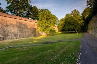 Besonders schön zu laufen ist der Fußweg zur Festung Marienberg durch das Gelände der ehemaligen Landesgartenschau.