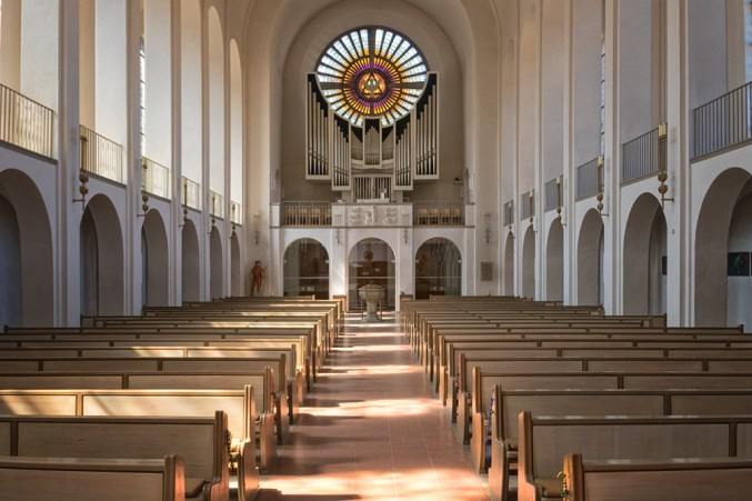 Blick in den Innenraum von St. Laurentius