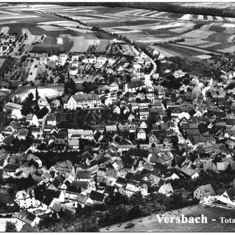 Historische Postkarte aus Versbach mit Luftbildaufnahme aus dem Jahr 1957.