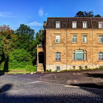 Das Siebold-Museum wird auch in Zukunft in der alten Direktionsvilla der ehemaligen Bürgerbräu AG verbleiben.