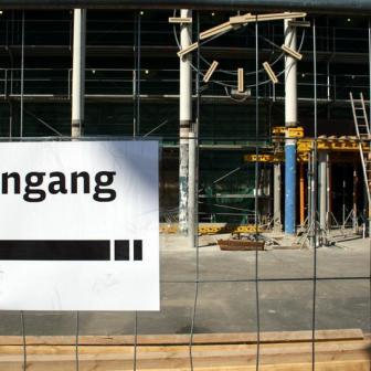 An den Baustellenbetrieb müssen sich Bahnkunden in Würzburg vorerst gewöhnen...