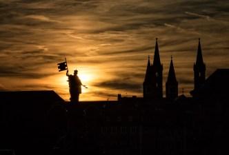 Frankonia und die Würzburger Kirchtürme im Gegenlicht