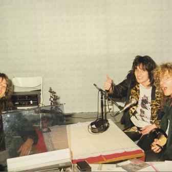Und auch hier stellt sich die Frage, wer da bei W1 im Studio zu Gast war. Wenn jemand die Band erkennt, freue ich mich über eine Mitteilung.