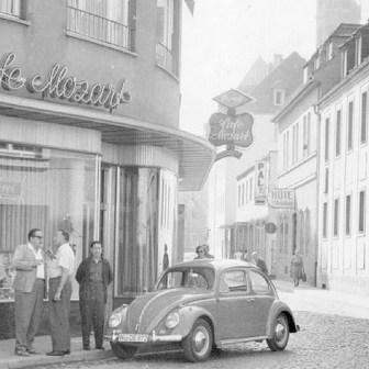 """Das ehemalige """"Cafe-Mozart"""" in der Eichhornstraße ist heute eine Parfümerie und ein Modegeschäft. Ich kann mich noch gut daran erinnern, wie """"berühmt"""" diese Konditorei für ihre guten Kuchen und Torten war"""