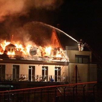 Der komplette Dachstuhl wurde ein Raub der Flammen.