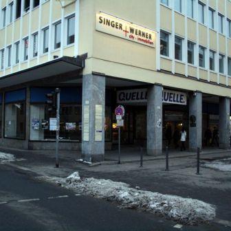 Das ehemalige Quelle-Kaufhaus in der Theaterstraße im Januar 2010. In die Räumlichkeiten ist ein Schuhgeschäft eingezogen.