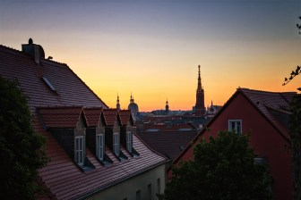 Sonnenaufgang an der Tellsteige in Würzburg.