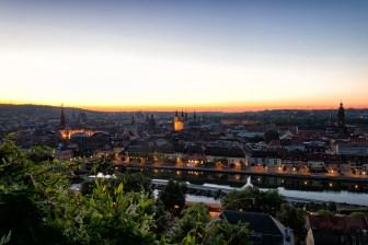 Sonnenaufgang über Würzburg.