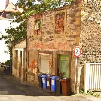 Bis Oktober 2007 befand sich diese Ruine noch in der Zweiten Felsengasse im Mainviertel.