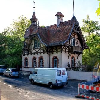 Denkmalgeschützter kleiner Neurenaissance-Bau, um 1890 in der Frankfurter Straße.