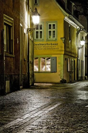 """Das """"Handwerkerhaus"""" in der Pleicherkirchgasse ist das älteste erhaltene Haus der Stadt Würzburg und stammt aus dem Jahr 1521."""
