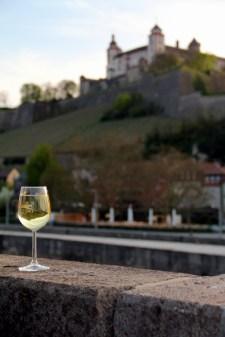 Der Wein gehört zu Würzburg wie die Festung Marienberg...