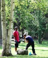 ... oder beim Box-Training auf der Rasenfläche...