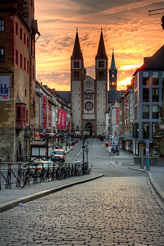 Die Domstraße an einem Sonntag Morgen im September.
