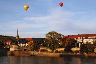 Bei so einem schönen Wetter kann man auch mal schön eine Fahrt mit dem Heißluftballon machen