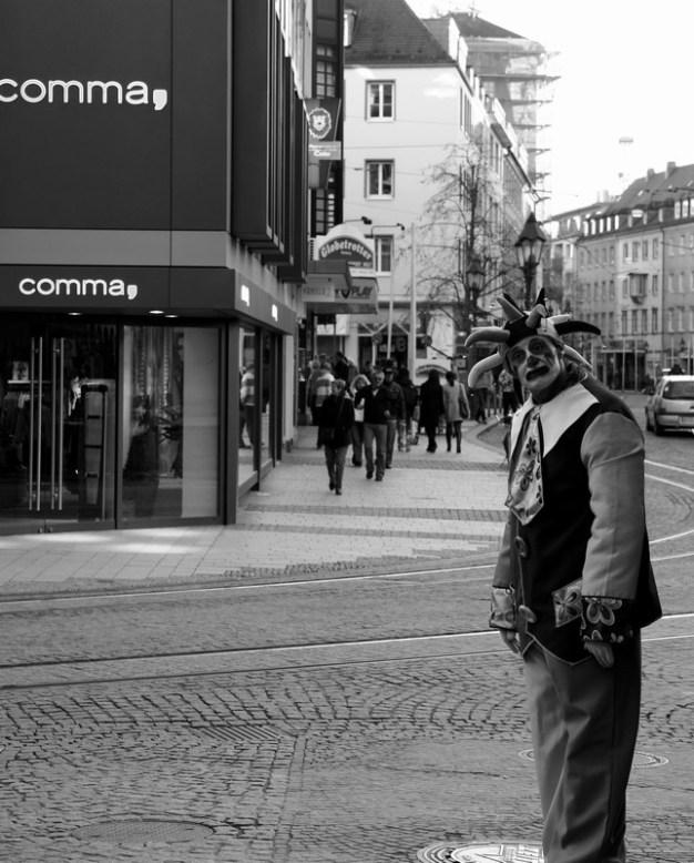 Straßenclown in der Domstraße.