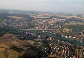 Veitsöchheim mit der ICE-Brücke im Vordergrund