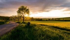 """Sonnenuntergang bei Waldbrunn. Das Bild ist nahezu unbearbeitet - dieser Sonnenuntergang war wirklich so """"sensationell"""" wie er hier aussieht."""