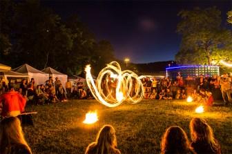 """""""Spiel mit dem Feuer"""" beim """"Umsonst & Draussen Festival"""" 2013."""
