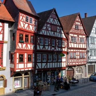Wunderschön erhaltene Fachwerkhäuser in der Hauptstraße.