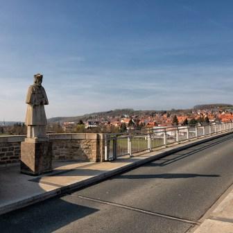 Blick über die Alte Mainbrücke in Ochsenfurt.